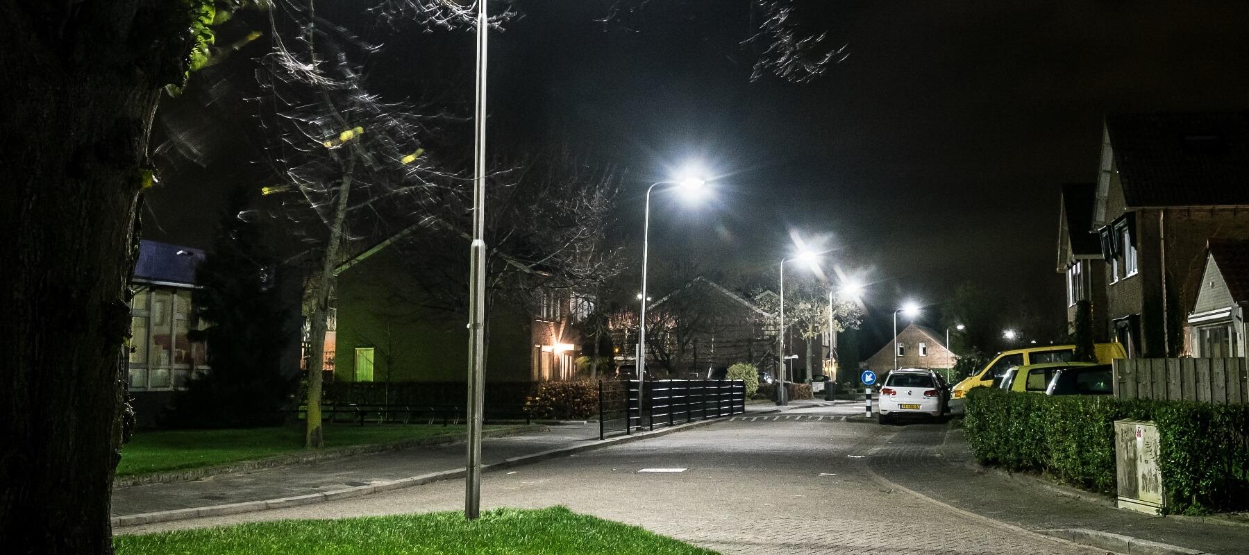 http://buro-33.nl/onewebmedia/Openbare-verlichting-Oss-1.jpg